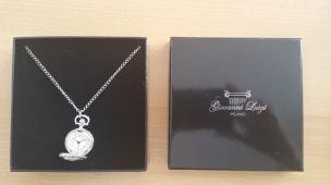Halskette mit Uhrenanhänger