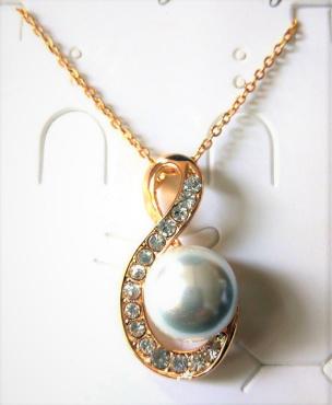 Anhänger in Schwanform mit Perle und Halskette