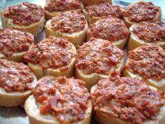 Salami - Schinken Pizzabrötchen